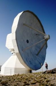 Przed radioteleskopem naSierra Newada