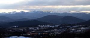 Widok na pasmo Tarnicy, wierzchołki od lewej to Halicz, Kopa Bukowska, Bukowe Berdo, Krzemień i Tarnica