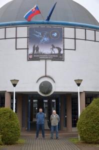 Przed wejściem do Obserwatorium i Planetarium